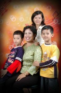 Ibu, ade dan aq